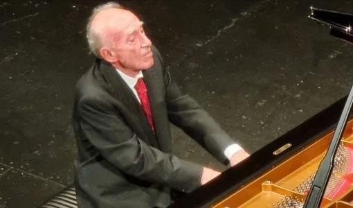 Pavia, il Teatro Fraschini apre la stagione con uno dei pianisti più acclamati al mondo, Maurizio Pollini