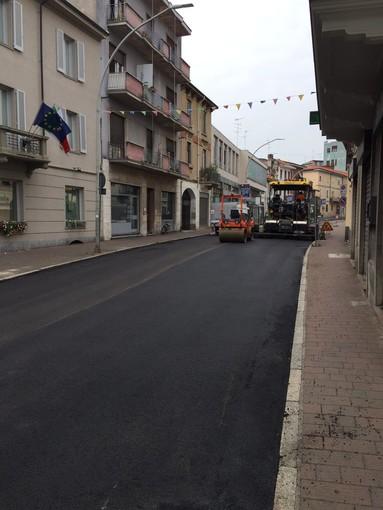 - FOTONOTIZIA - Vigevano: prosegue la stesura dell'asfalto in corso Novara