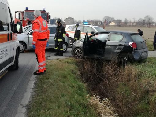 Ferrera: scontro auto sulla provinciale 193, ferite due ragazze