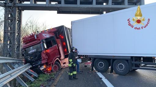 Voghera: scontro fra tir sull'autostrada Torino-Piacenza, traffico bloccato per un'ora
