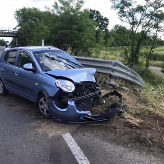 Gropello: auto contro guardrail sulla ex statale 596, ferita una 22enne