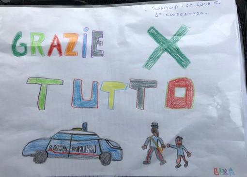 """Coronavirus, un bambino residente nella """"zona rossa"""" omaggia i Carabinieri con un disegno"""