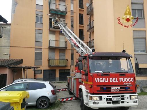 Pavia: soccorsa una donna grazie all'autoscala dei vigili del fuoco