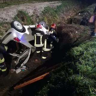 Mede: si ribalta in un fosso con l'auto sulla provinciale 194, ferita una 23enne