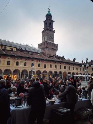 FOTOGALLERY - La Befana ha fatto tappa anche a Vigevano
