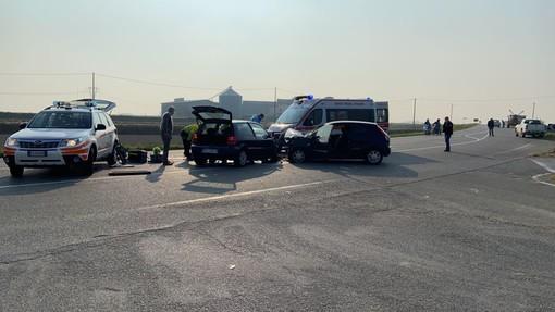 Breme: scontro tra auto all'incrocio, soccorsa in elicottero una 55enne