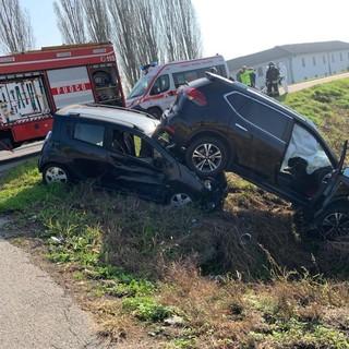Mortara: scontro tra auto sulla ex statale 494, coinvolti due uomini