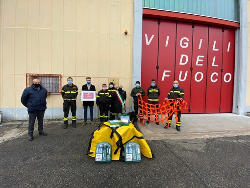 """- FOTONOTIZIA - Mede: il """"Leo Club Biraga"""" dona materiale di soccorso al distaccamento Vigili del fuoco volontari"""