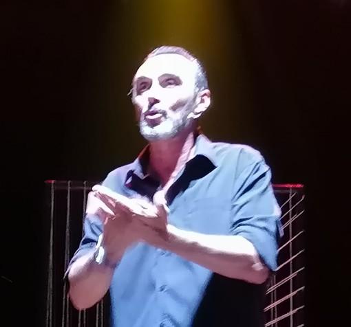 """Vigevano, Giuseppe Giacobazzi fa """"Del suo meglio"""" per divertire il pubblico del Castello Sforzesco"""