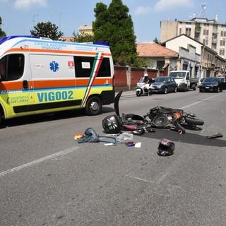 Vigevano: scontro tra auto e moto, soccorso un 16enne
