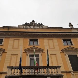 Garlasco, il comune investe 150mila euro per il rifacimento delle vetrate della scuola primaria di via Toledo e 70mila euro per il restyling del tetto del Municipio