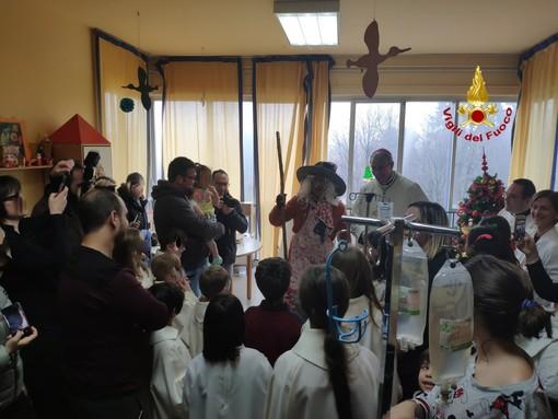 Il video della Befana dei bambini nel reparto di oncoematologia del San Matteo di Pavia