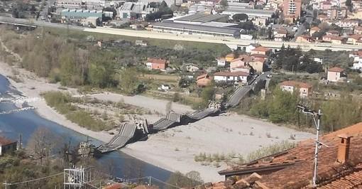 VIDEO ULTIM'ORA. Crolla un ponte sul fiume Magra: paura in Toscana