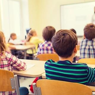 Cgil, Cisl e Uil Lombardia: «Non c'è chiarezza su modalità di adesione e prenotazione ai vaccini per il personale della scuola»