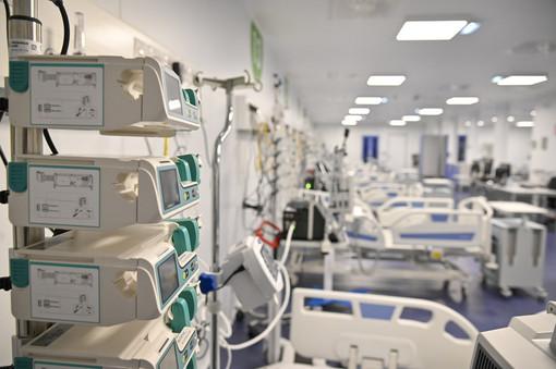 La proposta choc dalla Svizzera sul Coronavirus: «Niente terapia intensiva per chi non rispetta le regole»