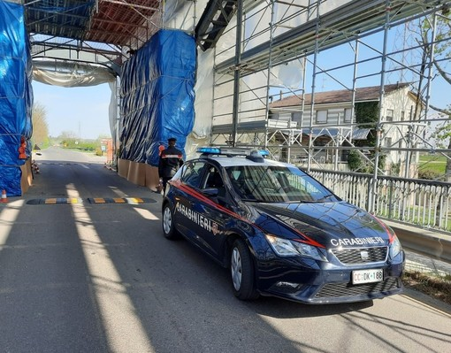 Casei Gerola: fugge con l'auto inseguito dai carabinieri, ma si schianta contro le impalcature del ponte della Gerola, nei guai un 24enne