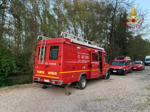 Pavia, 73enne scomparsa: i Vigili del fuoco setaccciano i boschi della zona