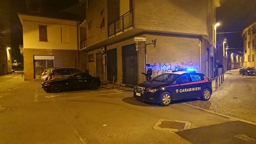 Voghera: rapina un negozio di parrucchiere, bloccato aggredisce un carabiniere e viene denunciato