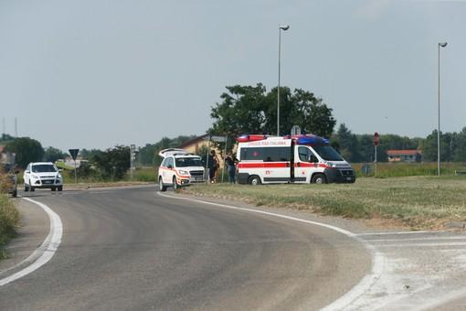 Mede: investito da un'auto nei pressi di una rotonda, lievemente ferito un 28enne