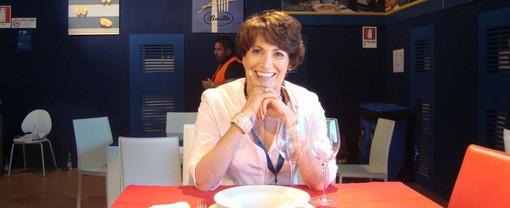 Garlasco: al teatro Martinetti l'esperta di galateo, Barbara Ronchi Della Rocca, ha parlato di Leonardo della cucina e del bon ton
