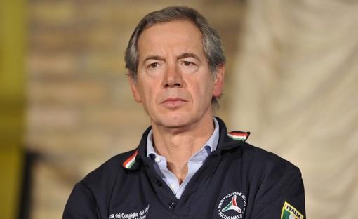 Bertolaso: «La situazione della Lombardia non è più preoccupante di altre regioni. Vaccineremo tutti gli insegnanti»