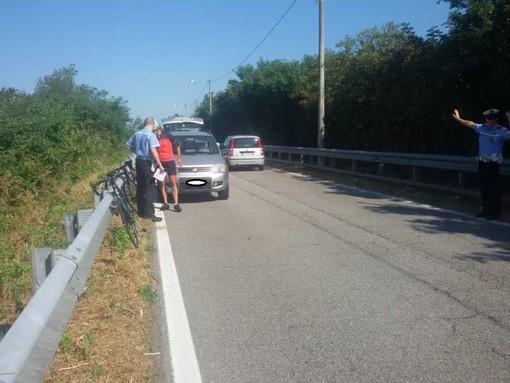 Magenta: ciclista urtato da un'auto in via Bottego, strada pericolosa per i ciclisti