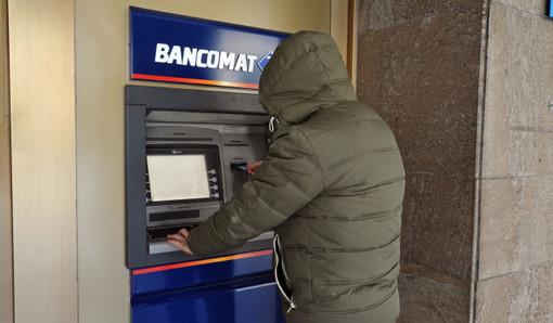 Magenta, le rubano il bancomat al mercato e riescono a prelevare centinaia di euro