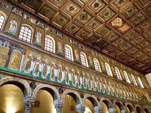 """Tour """"San Siro, Sant'Ambrogio, Santa Lucia. La storia dei Santi attraverso l'iconografia"""""""