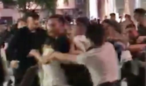Maxi rissa notturna a Milano: 4 arresti e 11 denunciati