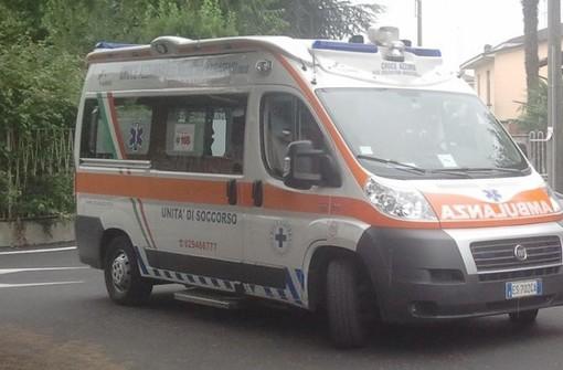 Abbiategrasso: automobilista imbocca la strada contro mano, frontale con un altro veicolo