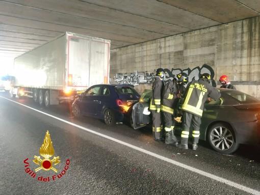 Pavia: tamponamento tra auto e camion sulla tangenziale est, coinvolte 4 persone