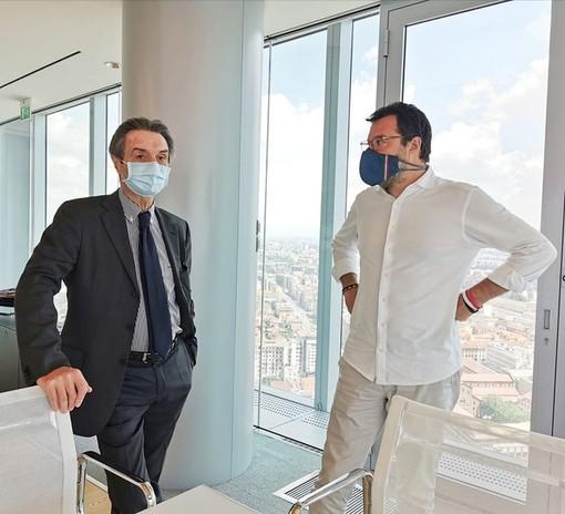 Salvini a processo. Fontana: «Avanti a testa alta». Zaia: «Difendere i confini è reato»