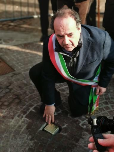 Gambolò ricorda Paolo Cotta Ramusino posizionando una pietra d'inciampo