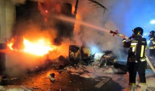 Due morti (27 e 29 anni) nell'incendio di un sottotetto sui Navigli di Milano
