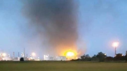 Sannazzaro de' Burgondi: esplosione e poi fiamme alla raffineria Eni