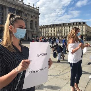 VIDEO. A Torino gli infermieri si incatenano davanti alla Regione: «Gli eroi sono stati dimenticati»