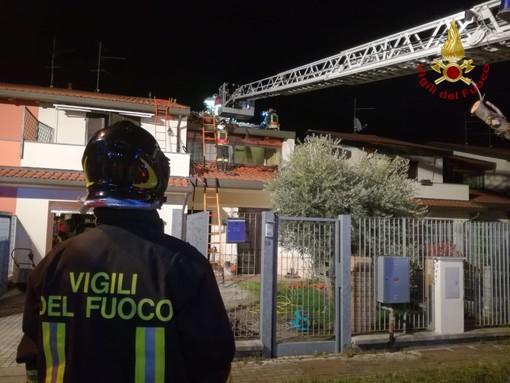 Lomello: brucia un tetto in via Grua, intervengono i Vigili del fuoco