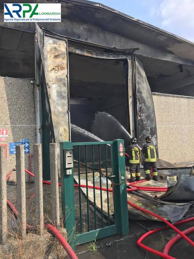 Incendio Settimo Milanese, primi monitoraggi Arpa escludono sostanze inquinanti