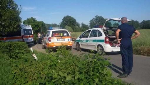 Robecco sul Naviglio: l'erba alta ostruisce la visuale, grave incidente a Castellazzo de' Barzi