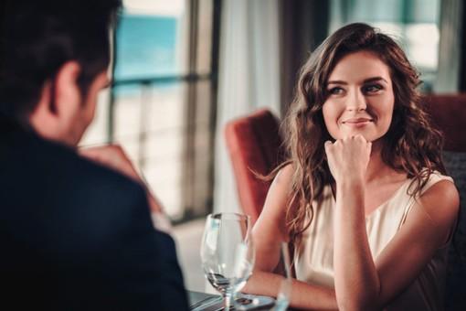 Gli uomini sono pronti per una vera relazione con una ragazza che lavora nell'industria degli adulti?