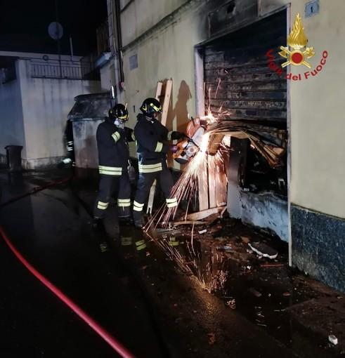 Linarolo: incendio in locale commerciale, evacuata una famiglia