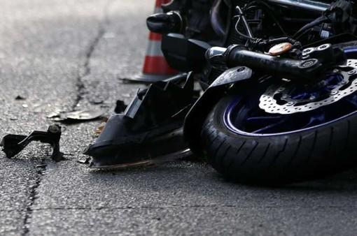 """Senago, """"pirata"""" 27enne travolge moto e fugge. Gamba amputata a 19enne, i Carabinieri rintracciano il responsabile grazie alla madre"""