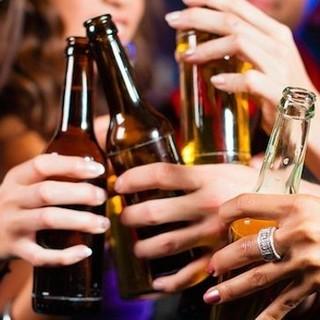 Coronavirus e movida, il prefetto di Pavia dispone il divieto di vendita di bevande alcoliche da asporto dopo la mezzanotte
