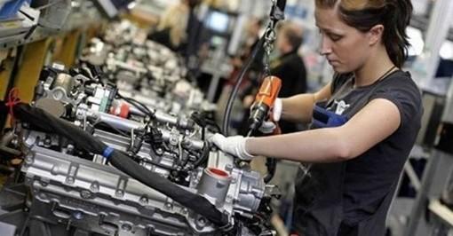 Disoccupazione in calo al 9.9%, numeri da record: mai così tanti lavoratori in Italia