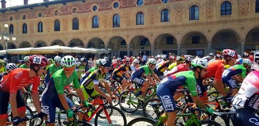 Nella foto la partenza da Piazza Ducale a Vigevano