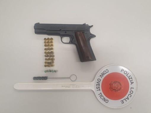 Auto ribaltata a Trecate, la Polizia Locale rinviene una pistola