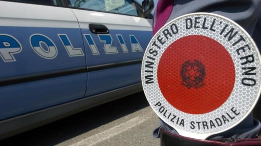 Controlli della polizia stradale sui pullman delle gite scolastiche