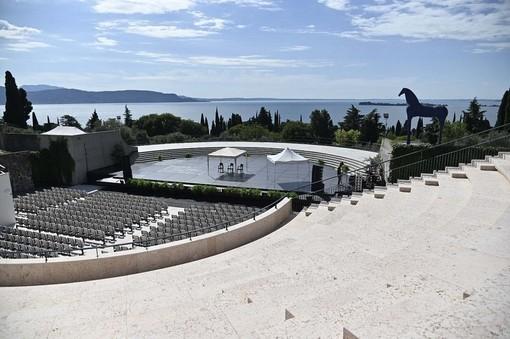 L'anfiteatro del Vittoriale completato dopo 90 anni. Fontana all'inaugurazione: «Conquista storica e architettonica lombarda»