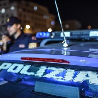 Follia a Varese: picchia la moglie, poi scappa in auto dalla polizia rischiando di travolgere macchine e pedoni. Arrestato