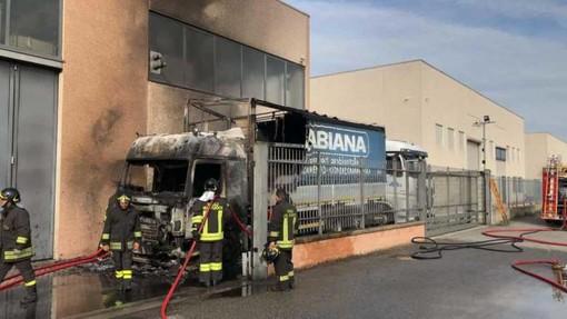 Corbetta: camion della Ticino Trasporti in fiamme, si indaga sulle cause